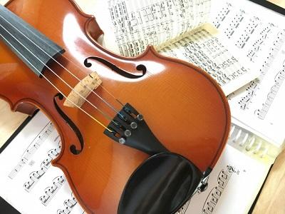 ヴァイオリンと楽譜-2.jpg